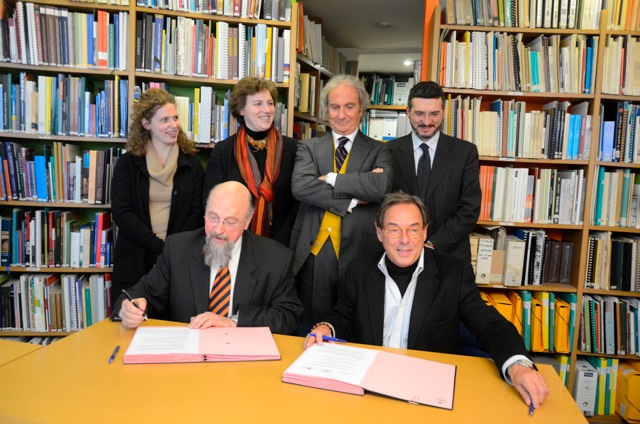Paolo Del Bianco and Gustavo Araoz sign the MOU in the company of Mr Francesco Caruso, ICOMOS Executive, Committee member and Ms Carlotta Del Bianco, Vice President,			 Ms Caterina Del Bianco, Board member and Mr Simone Giometti,Secretary General of the Foundation