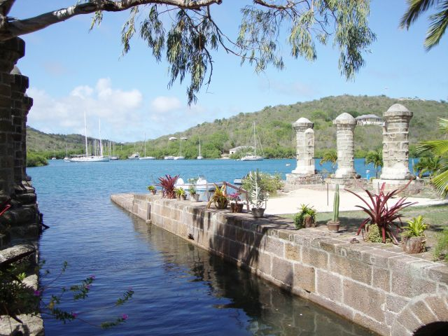 Boat House and Sail Loft Pillars Antigua Naval Dockyard banque dimages ICOMOS Daniel Young Torquemada