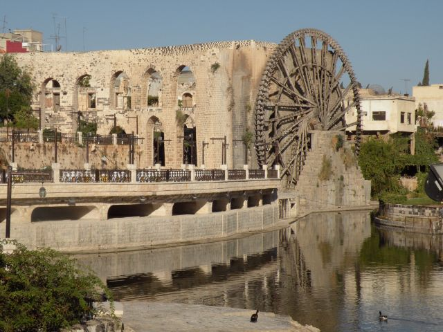 One of Hamas waterwheel on the Orontes river Syria copyright Nancy Goldring banque dimages ICOMOS