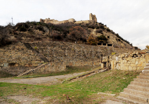 88-outdoor-theater-at-the-foot-of-bebris-tsikhe-castle-retouche