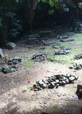 hidden-christian-graves-in-cemetery-on-hisaka-island