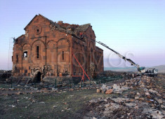 104-ani-cathedral-installation-of-gauge-instruments-with-the-help-of-a-crane