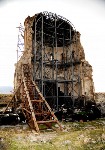 71-redeemer-church-iron-and-wooden-scaffolding