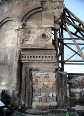 74-redeemer-church-entrance-condition-after-supporting-measures